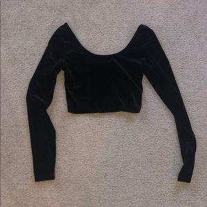 Long-sleeved black velvet crop top